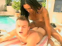 Shemale fucks amateur guy outdoor